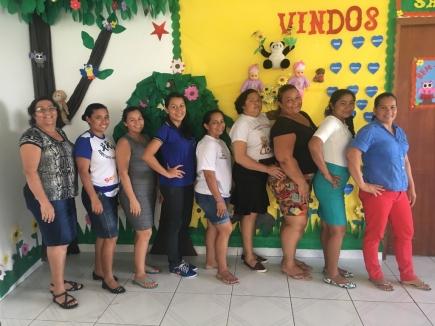 Das ganze Team von links nach rechts: Maria, Elizangela, Nara, Thuane, Ana, Lucía, Shirley, Celina und Nilde.